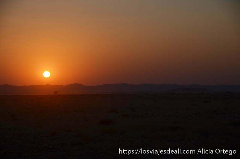 atardecer en el desierto de namibia