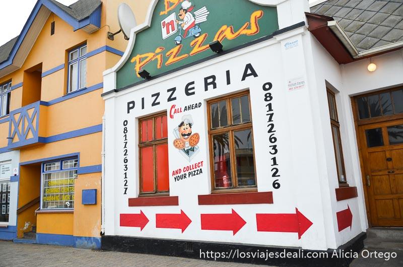 fachada de pizzería de swakopmund