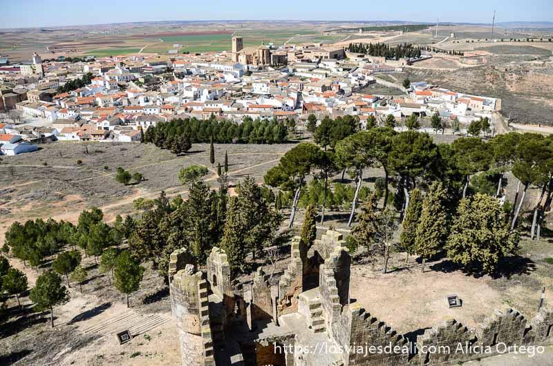 vistas del pueblo de belmonte desde las murallas del castillo