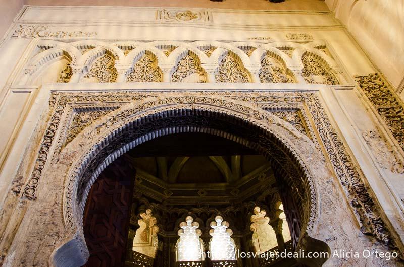 arco con filigranas árabes en zaragoza