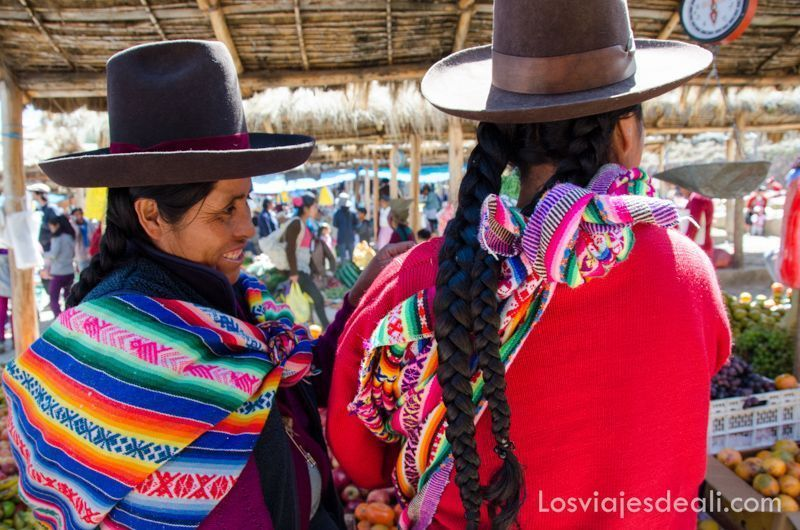 mujeres de Chinchero en día de mercado