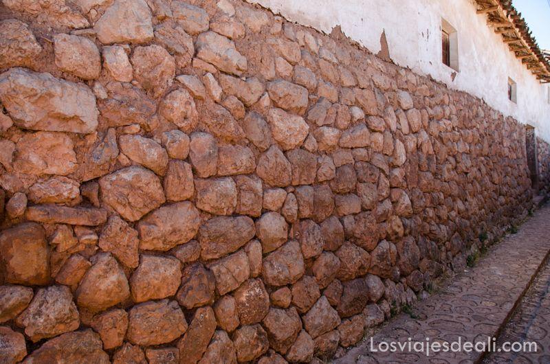 Chinchero en día de mercado muros incas