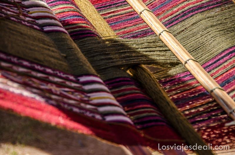 telar con lanas de colores