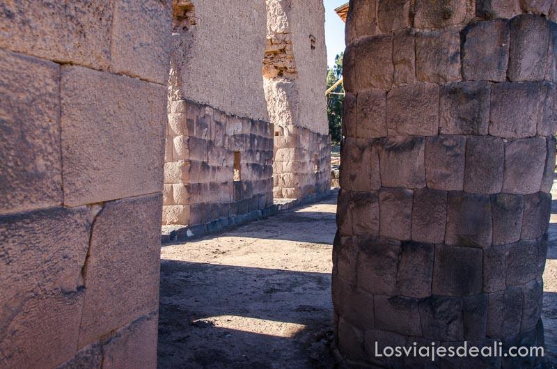 piedras incas en la base del antiguo palacio