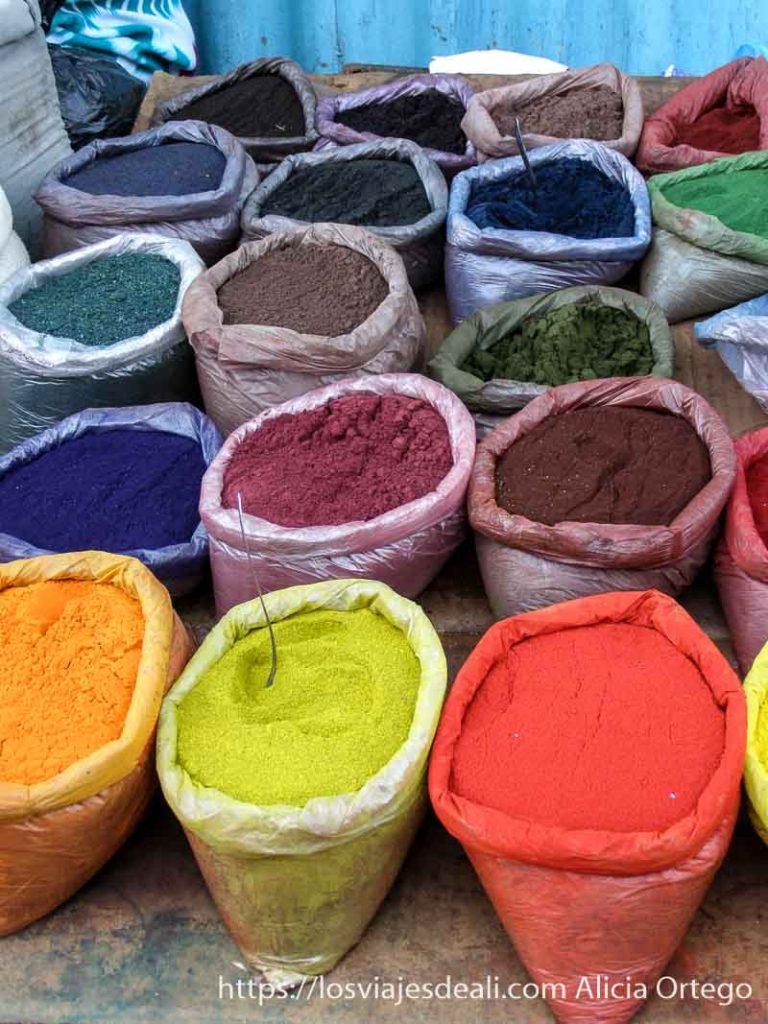 tintes en polvo de todos los colores en sacos