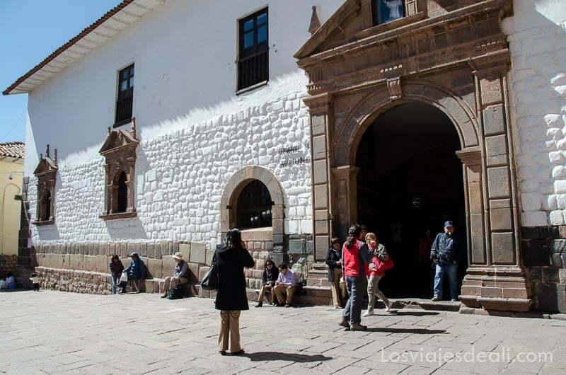 puerta de la iglesia que da paso al koricancha