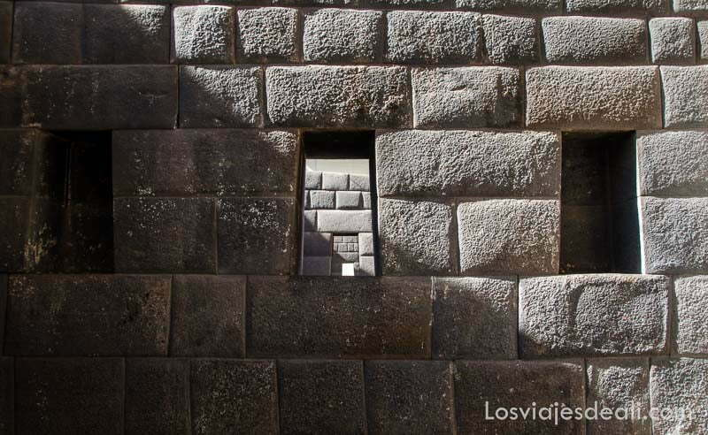 muro inca del koricancha con piedras perfectamente ensambladas