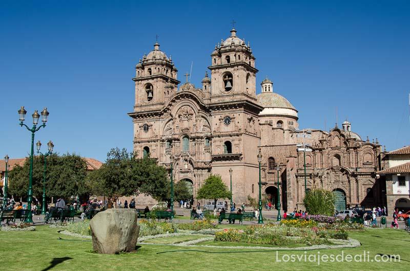 catedral de cuzco de fachada barroca