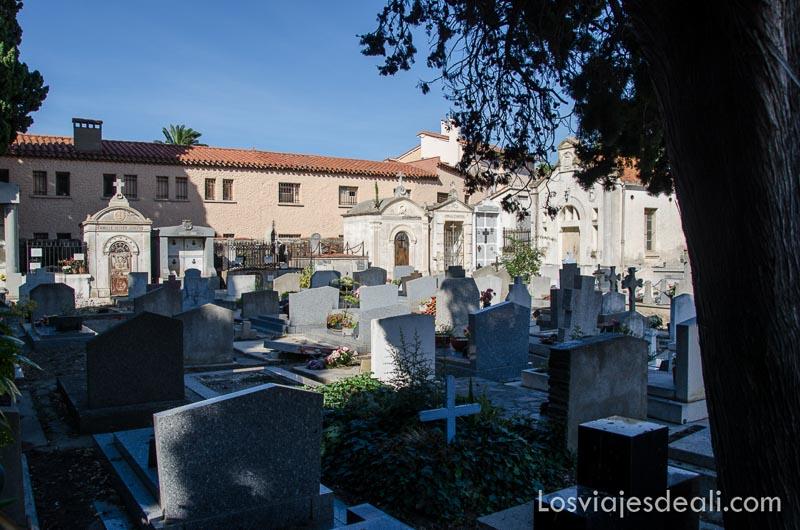 tumbas del cementerio donde está enterrado Machado