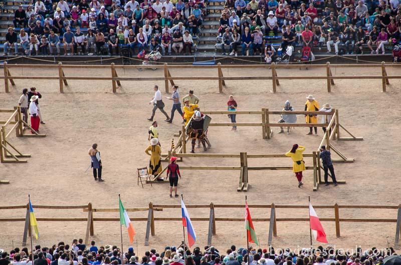 vista desde arriba de combates en la arena torneo internacional de combate medieval