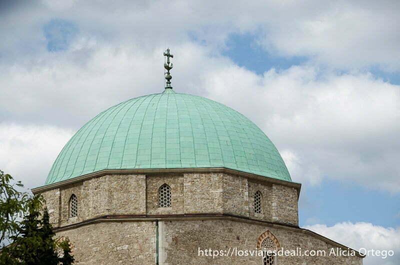cúpula de mezquita de color verde qué ver en pécs