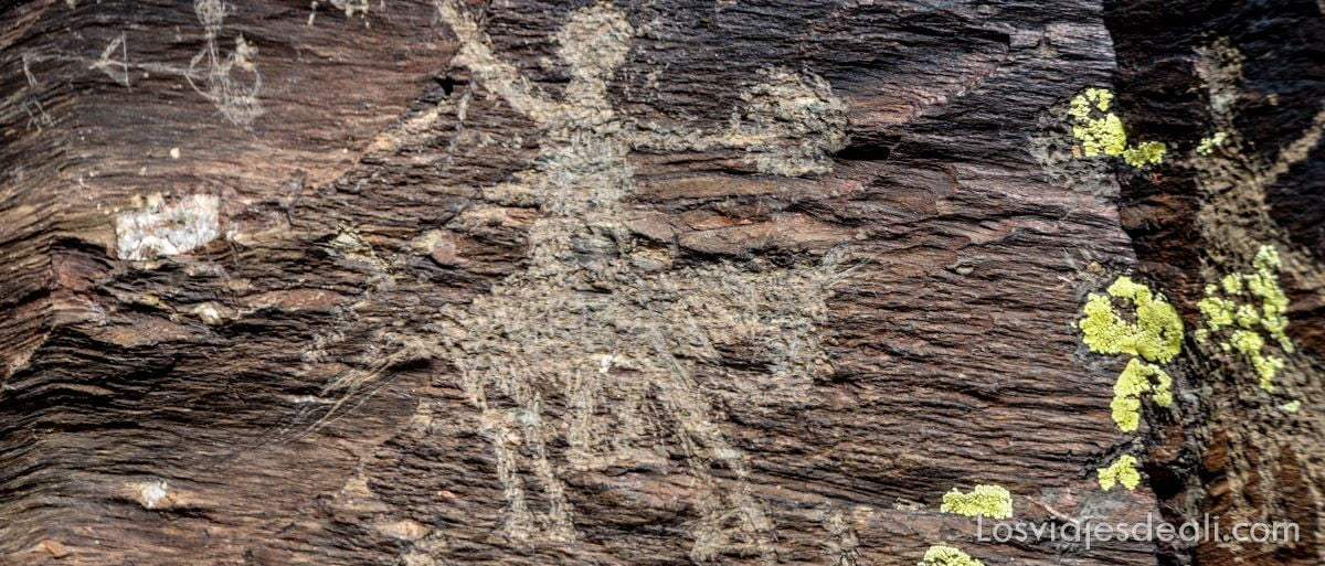 grabados rupestres en segovia