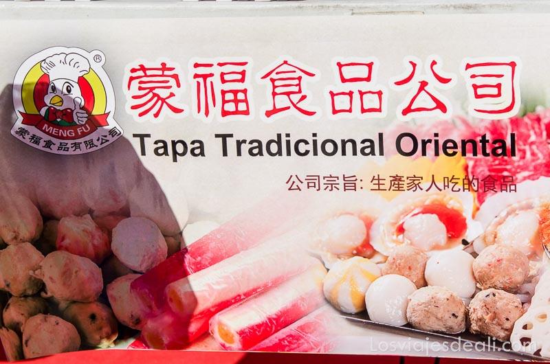 cartel que anuncia tapa tradicional oriental en el año nuevo chino en madrid