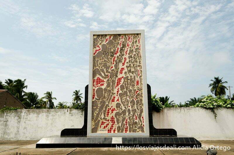 monumento a las víctimas de la esclavitud en ouidah benin