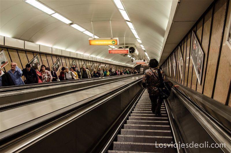 como-moverse-por-budapest-transporte-publico-metro