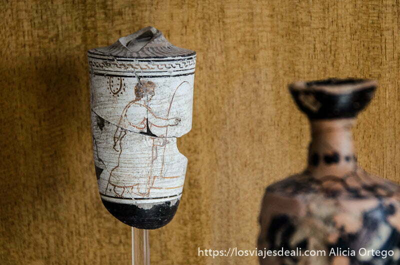 vasijas griegas antiguas con figuras pintadas en blanco y negro naxos
