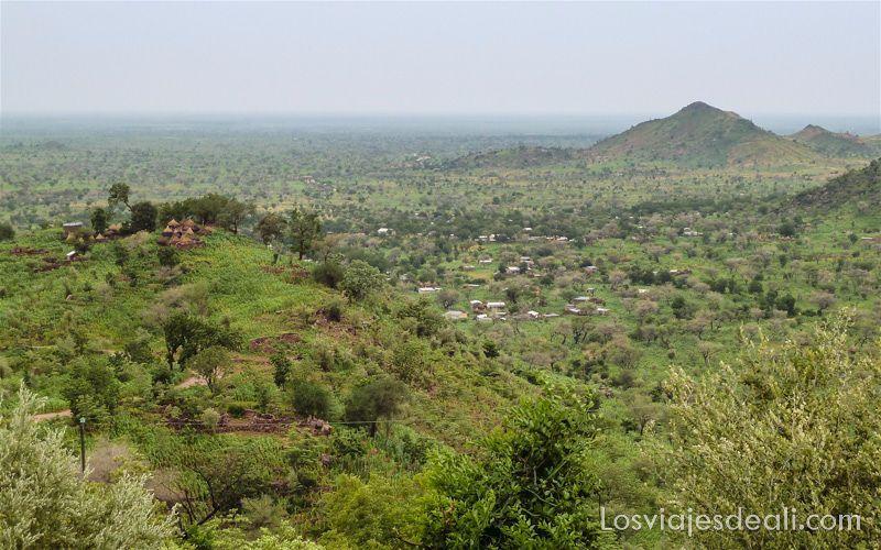 trekking en los montes mandara de Camerún