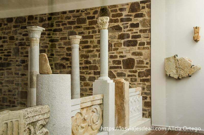 museo del templo de deméter con columnas y restos griegos senderismo y arqueología en la isla de naxos