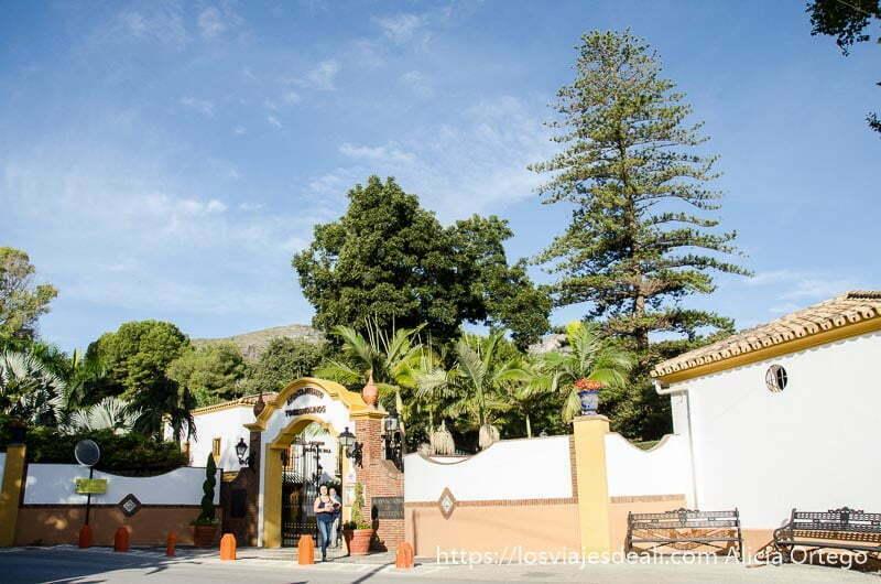 entrada al jardin botánico de torremolinos