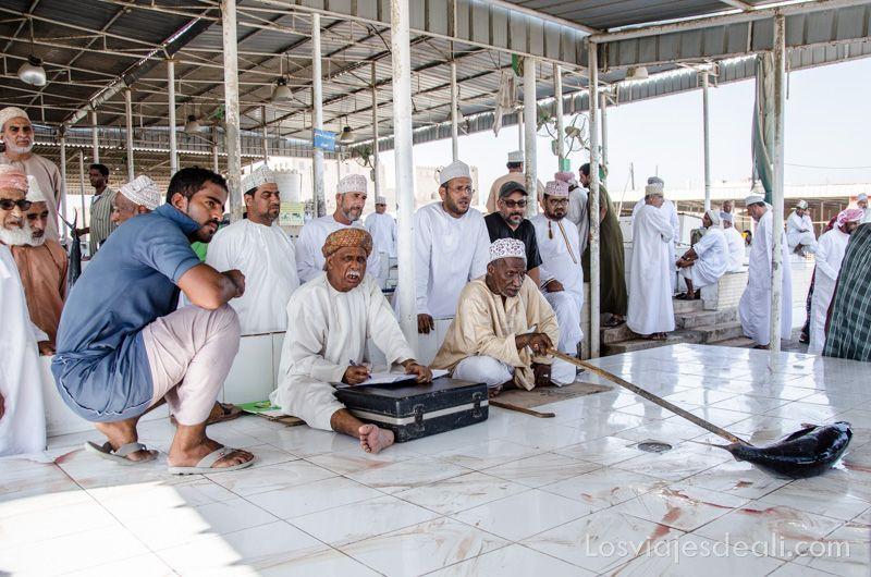 itinerarios para viajar en Omán mercado de pescado de Barka