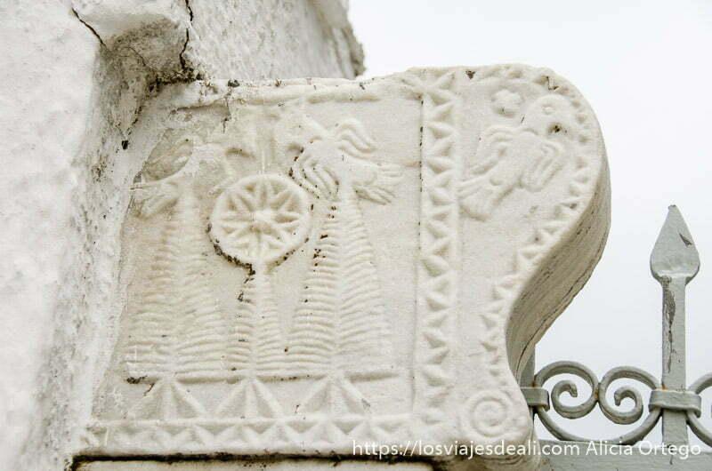 relieve en mármol blanco pueblos del interior de naxos