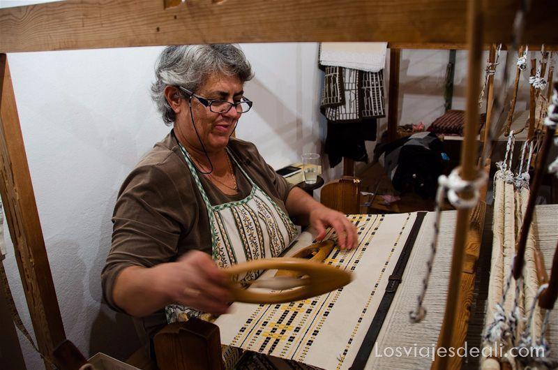 pueblos del interior de naxos taller de telas en Apiranthos