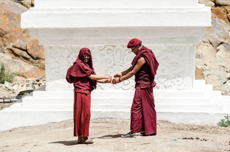 valle del indo monjes de hemis