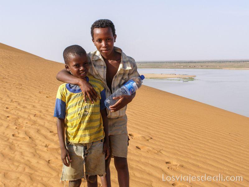 Gentes de África en la duna rosa de Gao