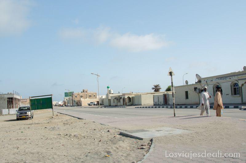 calles de ciudad de Masirah en Oman