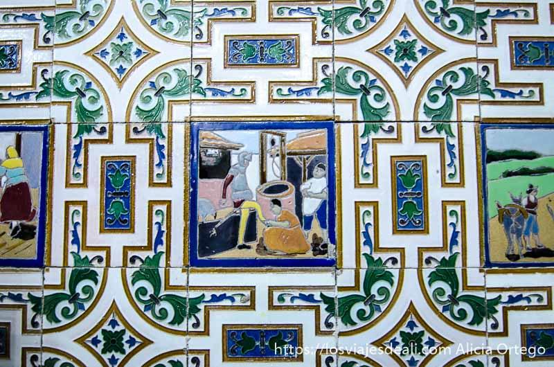 azulejo con escena del quijote donde le están calzando junto a un pozo alcázar de san juan