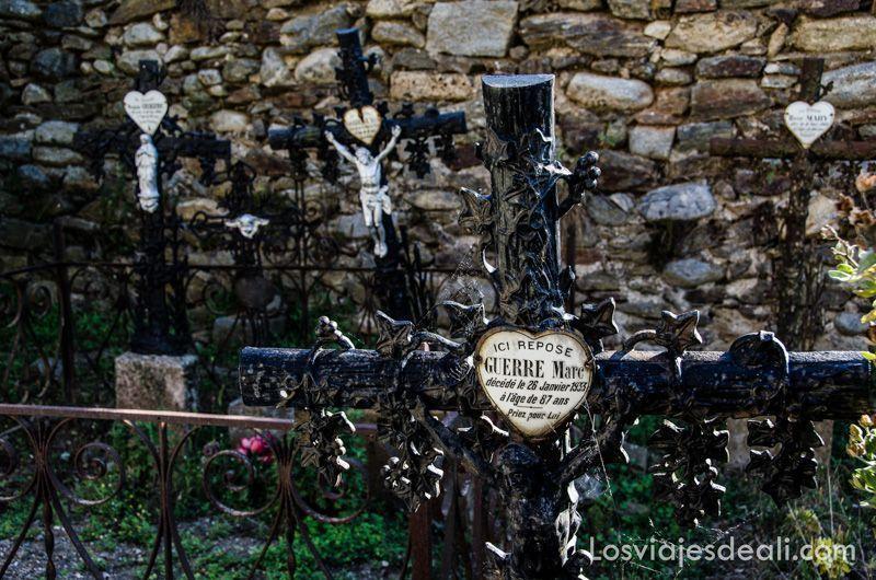 cementerio de bayllestavy cerca del refugio la batére