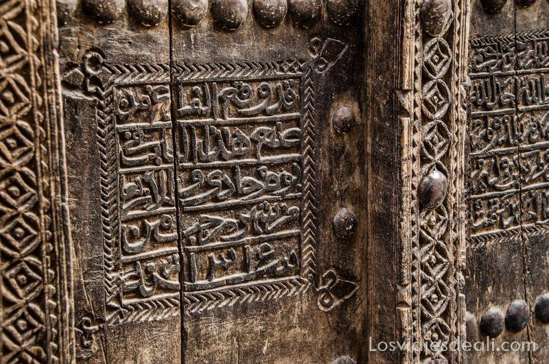 montañas de Omán detalle puerta Al Hamra