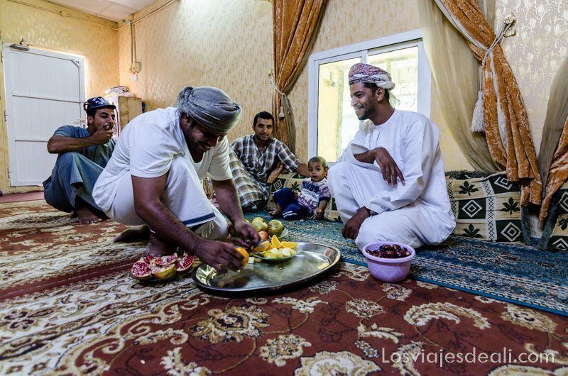 visita en casa omaní en la cordillera al hajar