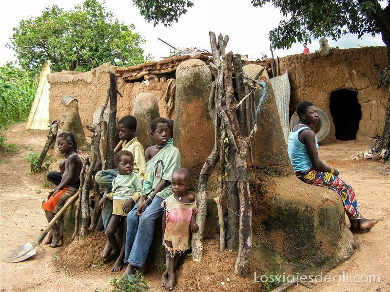 pueblo del pais lobi en Burkina Faso lugares de peregrinación