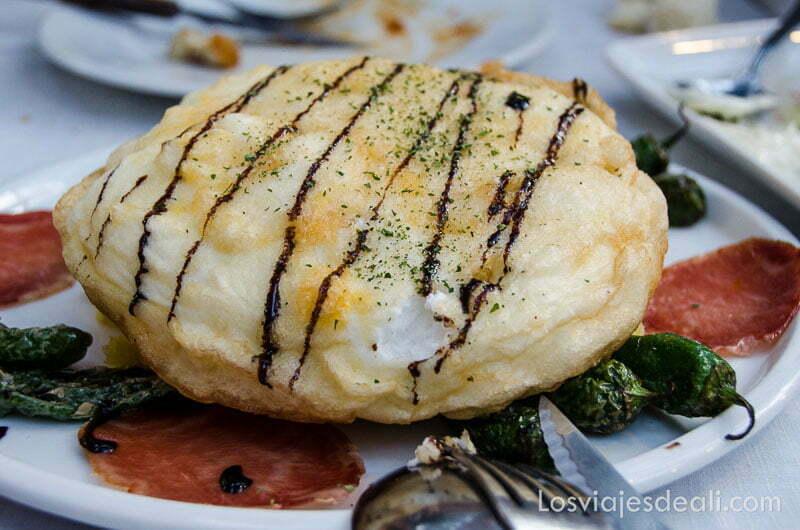 plato de huevo envuelto en hojaldre ración de un bar de el escorial