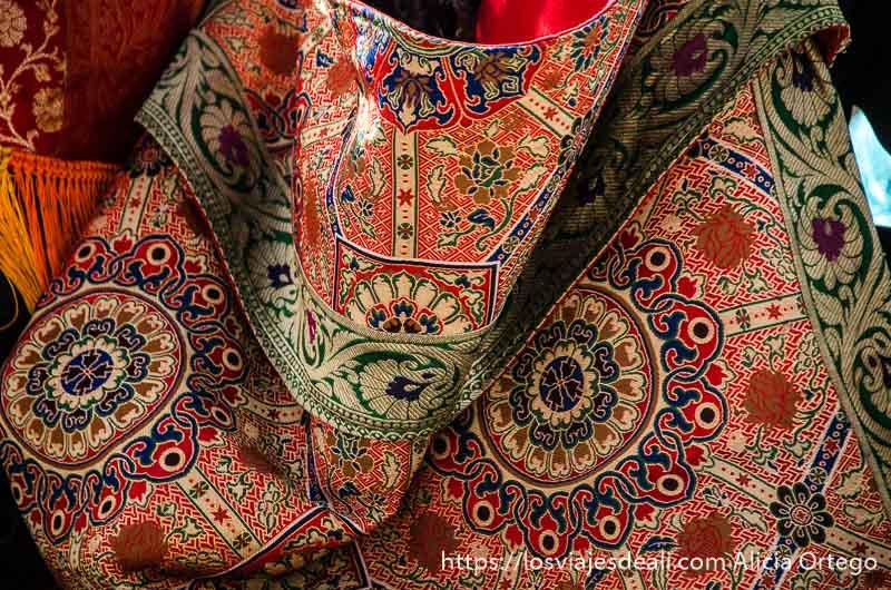 bolsa tibetana toda bordada con muchos colores una conferencia del dalai lama
