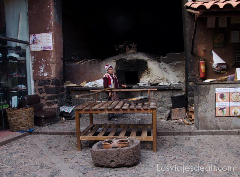 panadero de pisac en valle sagrado de los incas