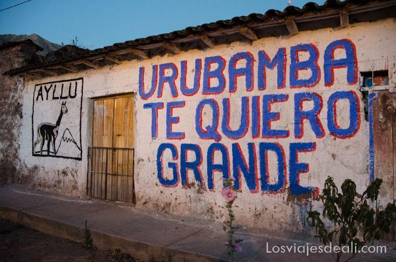 cartel de Urubamba en valle sagrado de los incas