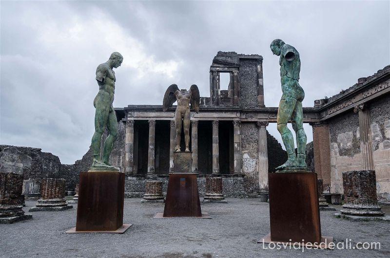 esculturas de Igor Mitoraj en visita a Pompeya
