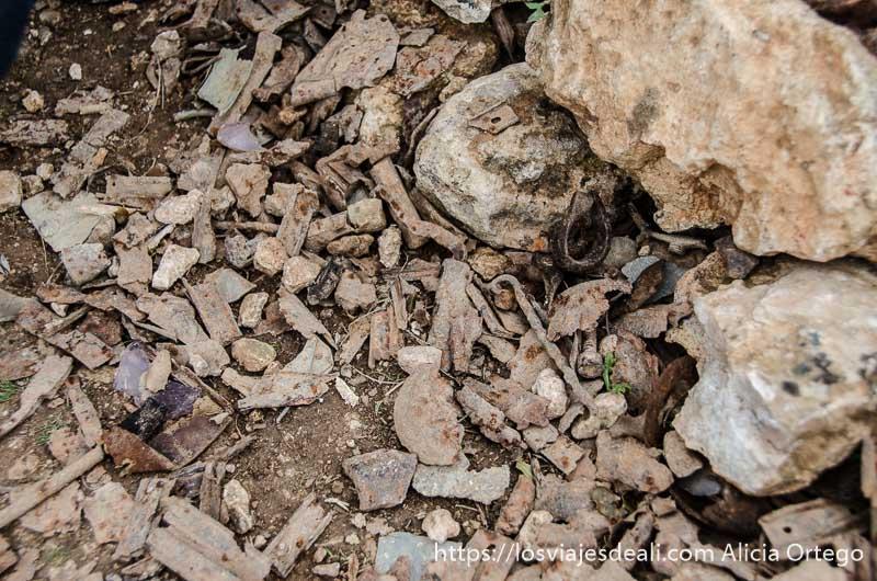 restos de metralla y balas en el suelo batalla del jarama