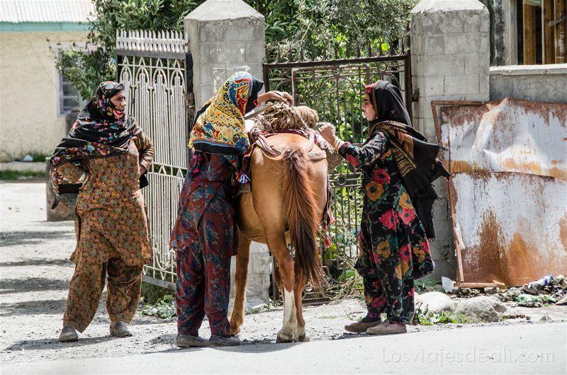 pueblos de Cachemira mujeres en Drass