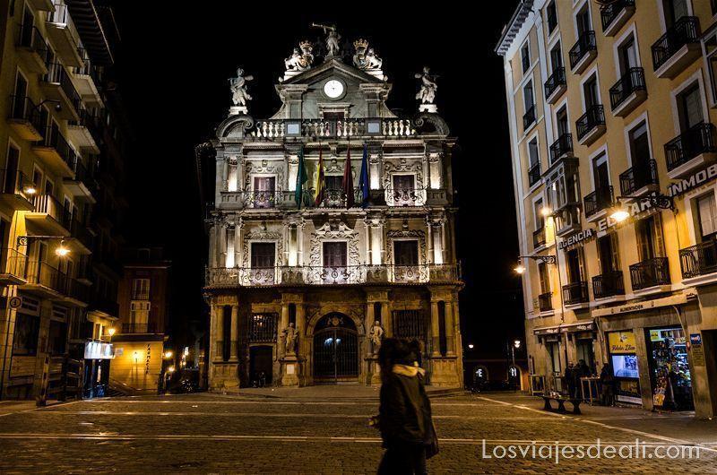 escapada a Pamplona plaza ayuntamiento