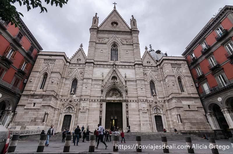 fachada de la catedral de nápoles