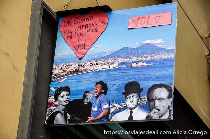collage con fotos de maradona, sofía loren y otros personajes en una calle de nápoles