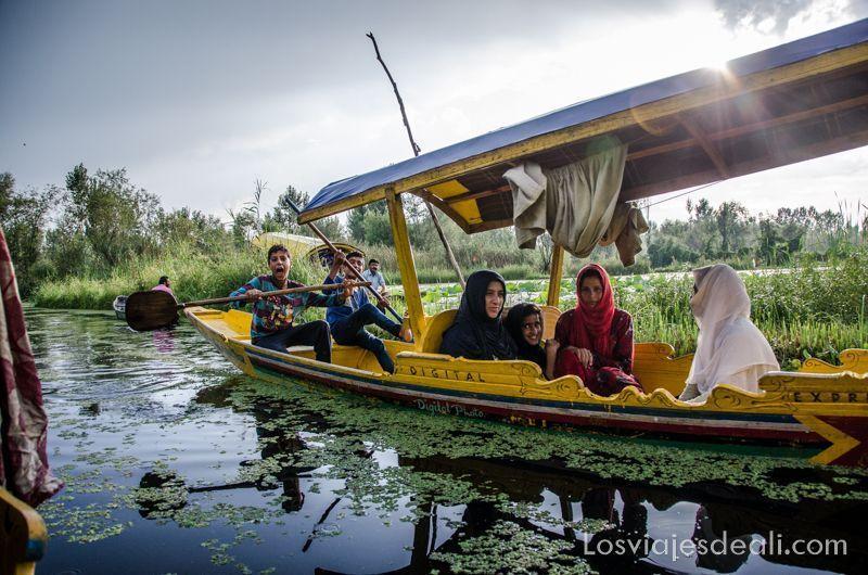 jóvenes de Srinagar