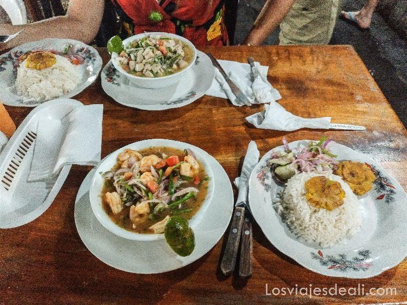 viajar a galápagos por tu cuenta ceviche