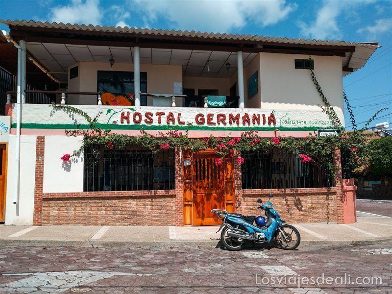 viajar a galápagos por tu cuenta hostal