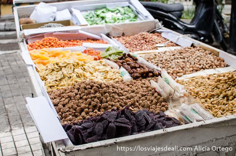 puesto de frutos secos en Atenas gastronomía griega