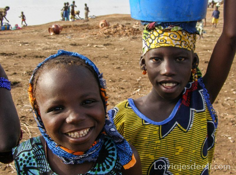 niños de un pueblo del río niger
