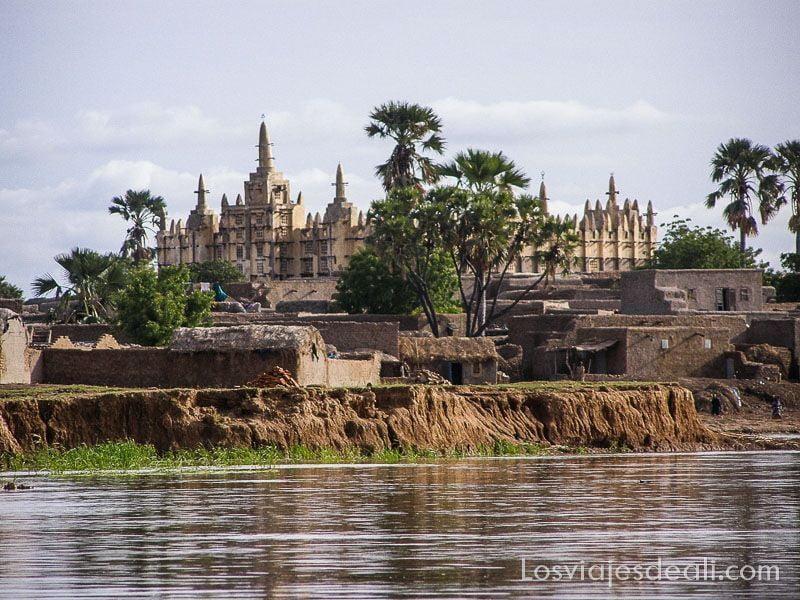 Ngomi un pueblo del río niger